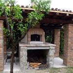 Forni e barbecue in pietra e mattone antico a vista